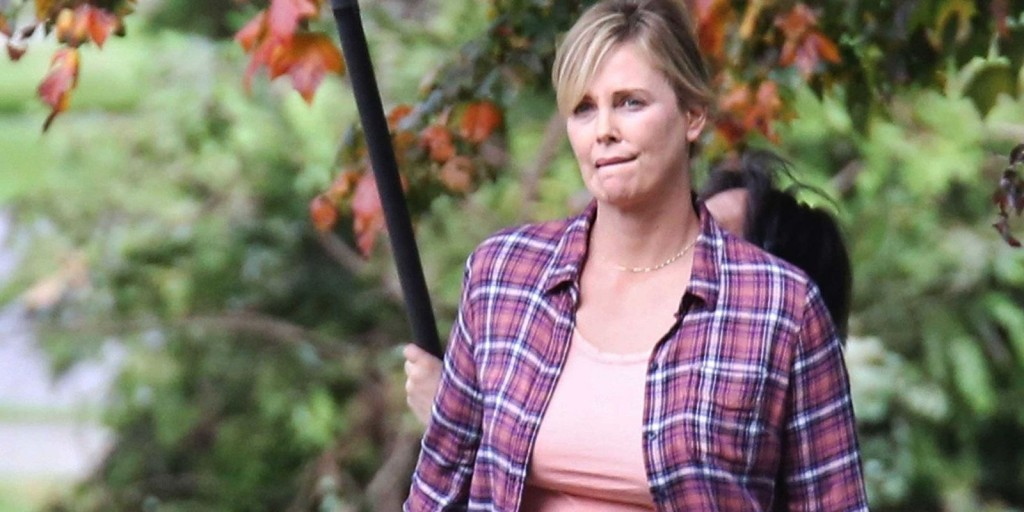 Charlize Theron no set de filmagens de Tully